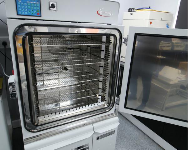 Kambic 190L environmental chamber